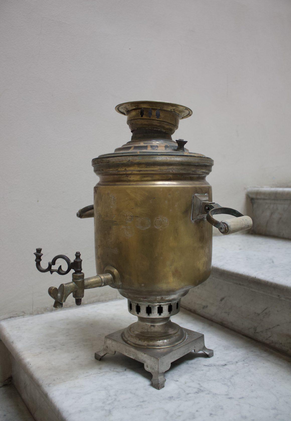 В фонды Одесского литературного музея поступил новый экспонат – самовар латунний.