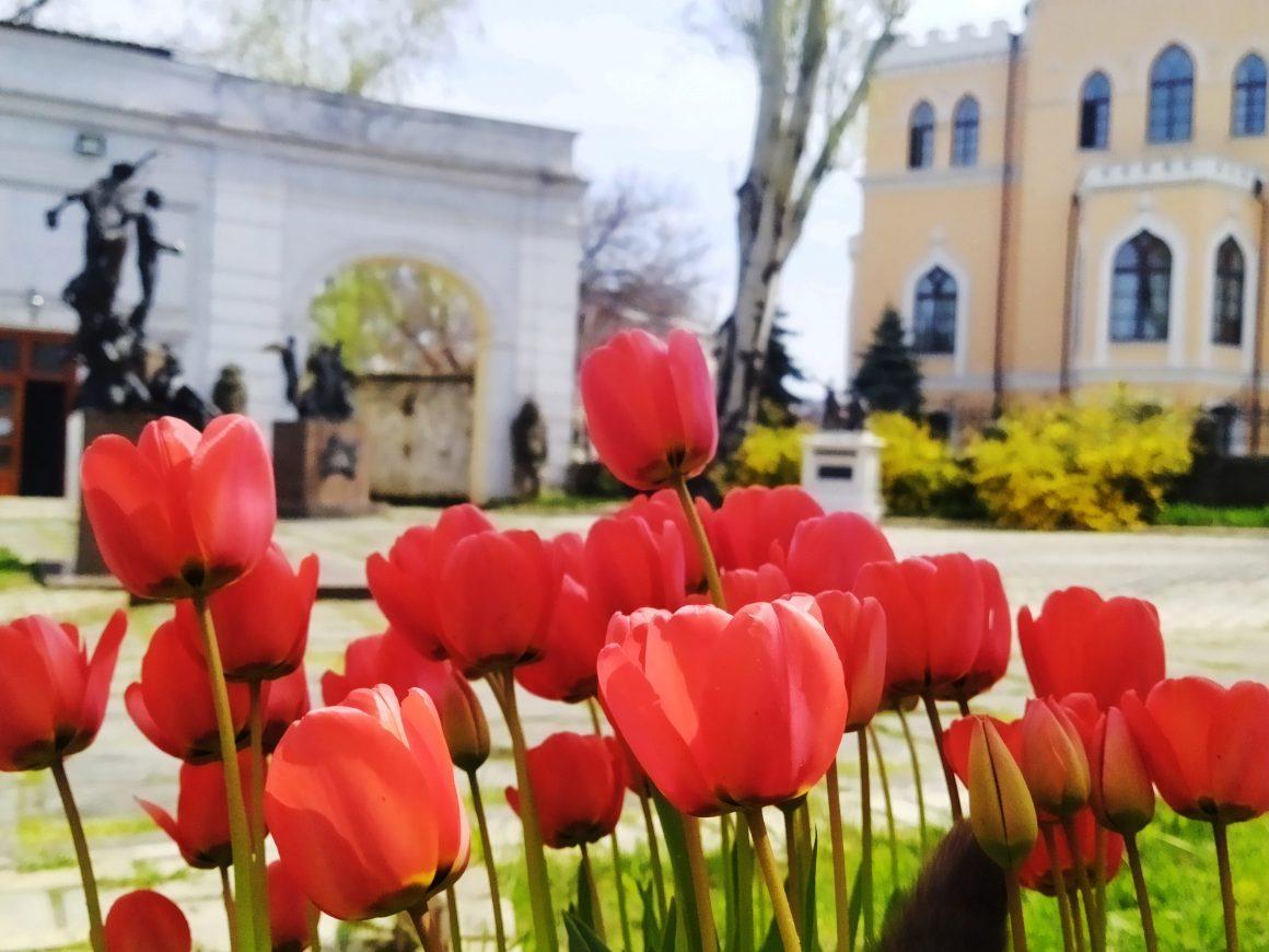 Одеський літературний музей вітає з травневими святами та великим святом Світлого Великодня!